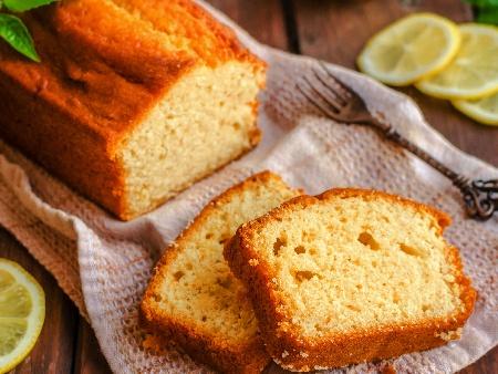 Меден кейк (сладкиш, кекс) с лимонов вкус (с прясно мляко, газирана вода, мед и бакпулвер) - снимка на рецептата